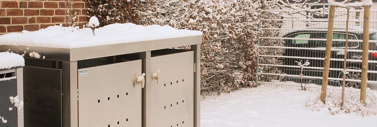 Mülltonnenboxen im Schnee - RESORTI