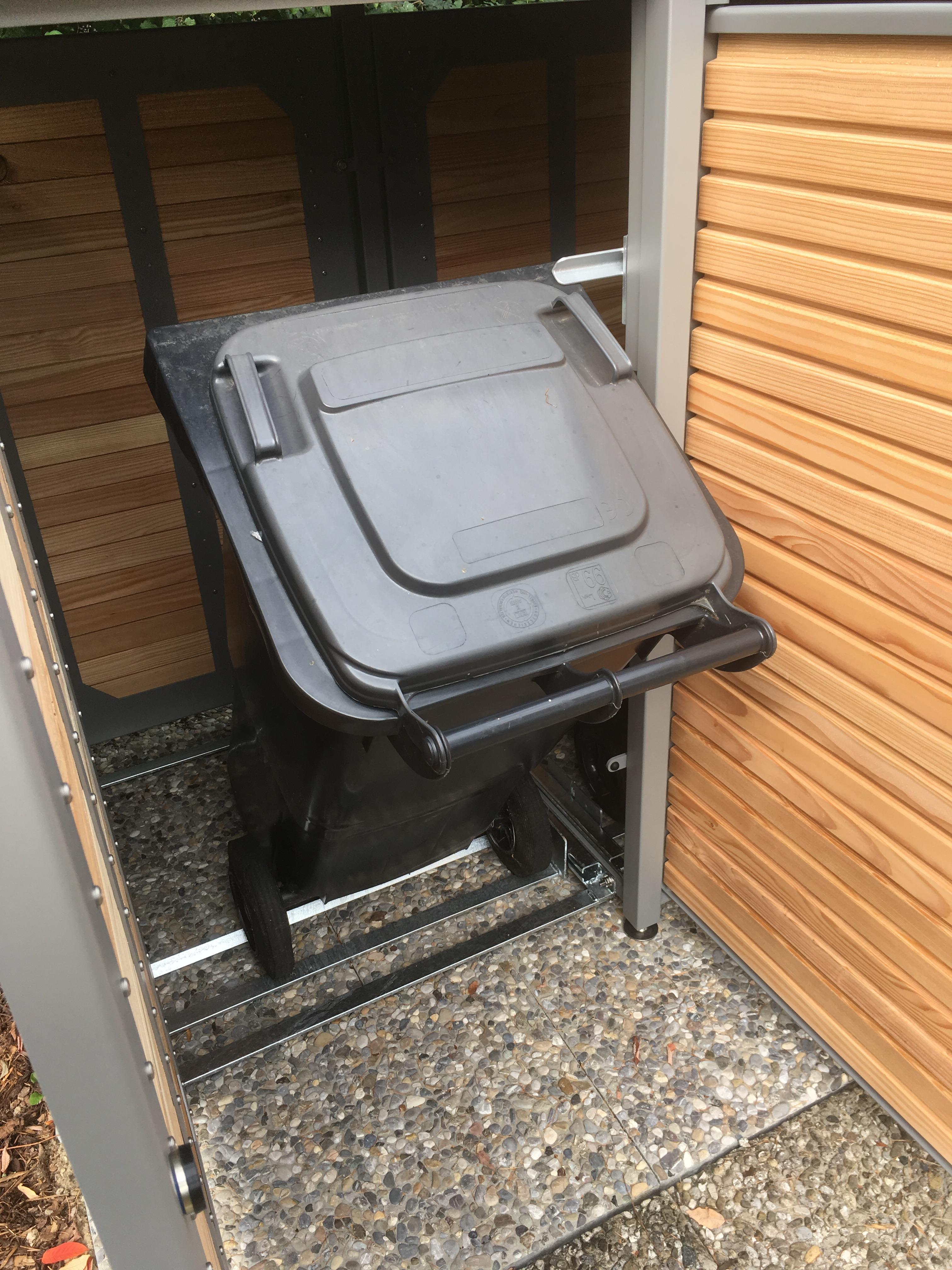 Kippbeschlag-Tonne-120-Liter-in-Box-240-Liter