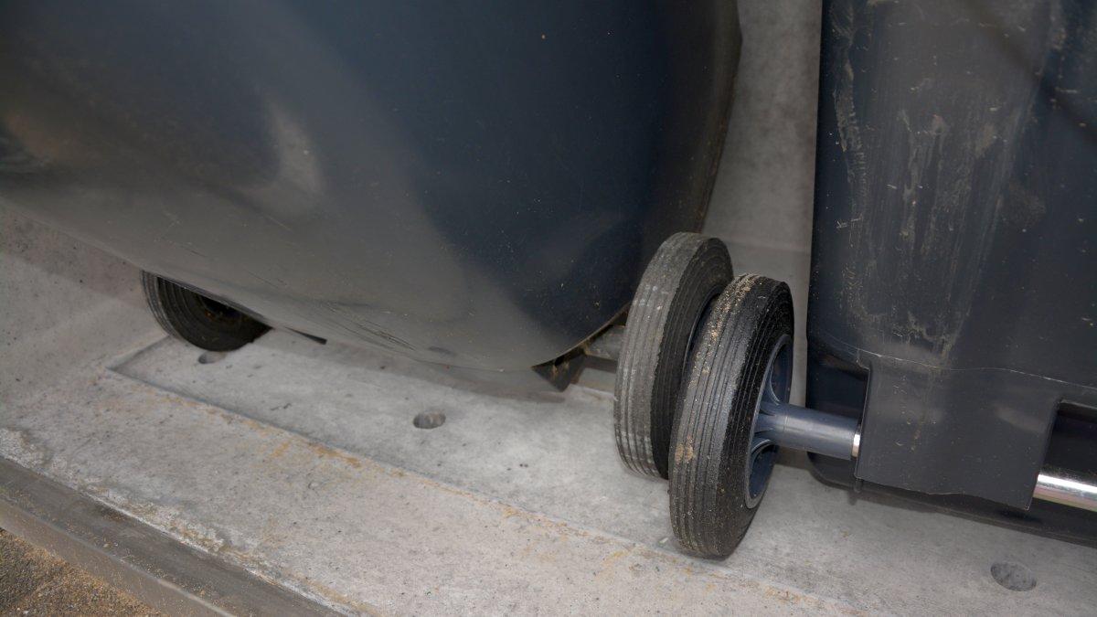 Kippaussparung einer Mülltonnenbox - RESORTI