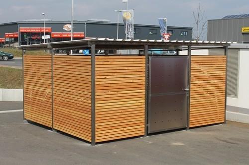 Mülltonnenhaus mit Holzverkleidung, L400 cm x T354 cm